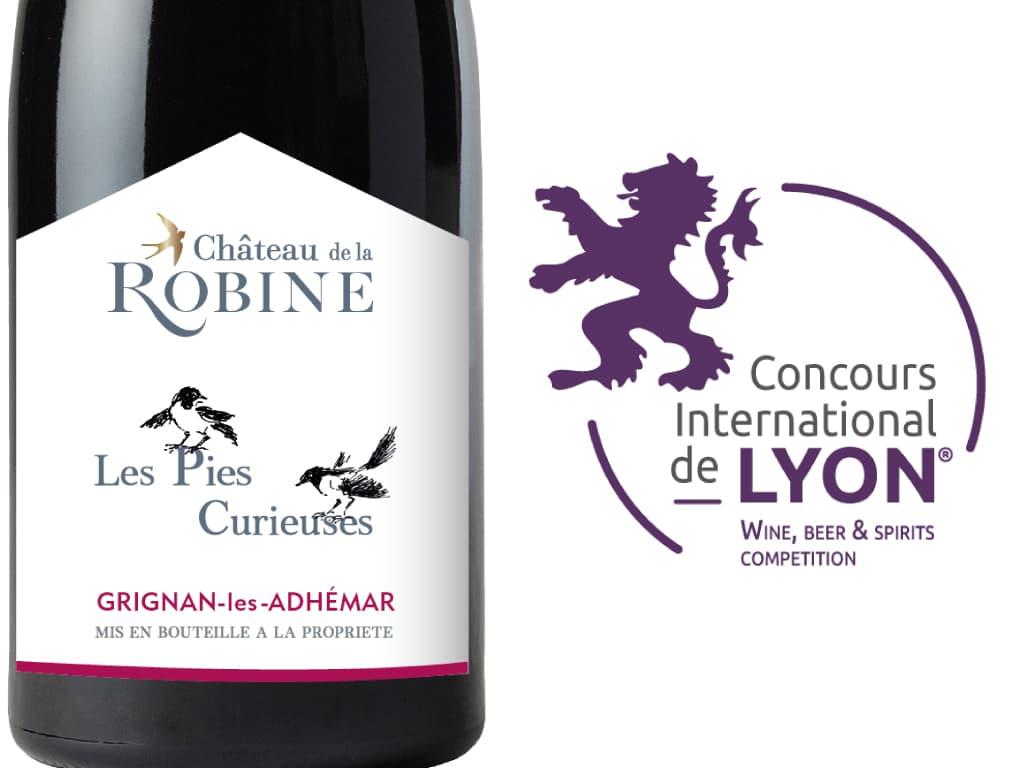 Montage de la photographie du vin Les Pies Curieuses et du logo du concours international de Lyon